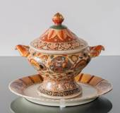 Chinese tureen with leaves