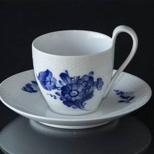 Blue Flower, Braided, High Handle cup and Saucer, capacity 2 dl., Royal Copenhagen | No. 10-8195 | DPH Trading