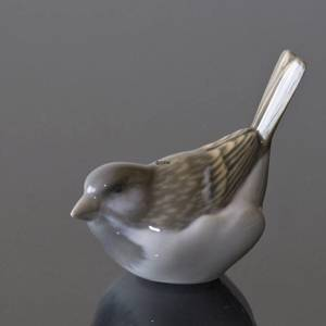 Sparrow, Optimist with tail up, Royal Copenhagen bird figurine no. 1081 | No. 1020083 | Alt. R1081 | DPH Trading