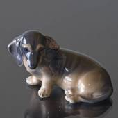 Dachshund sitting on its side, Royal Copenhagen hunde figurine no. 3140