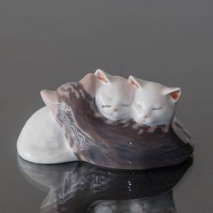 Three Kittens sleeping, Royal Copenhagen figurine | No. 1020304 | Alt. 1020304 | DPH Trading