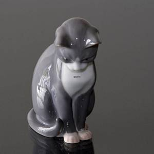 Cat sitting, Bing & grondahl figurine no. 1876