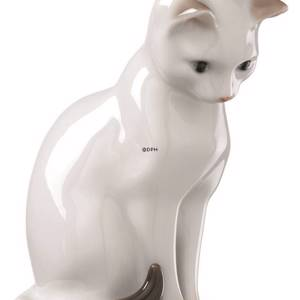 White cat looking down, Bing & Grondahl figurine no. 2453