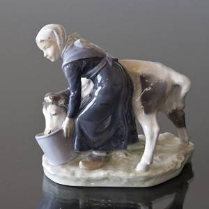 Girl feeding a Calf from a bucket, Royal Copenhagen figurine no. 779 | No. 1021075 | Alt. R779 | DPH Trading