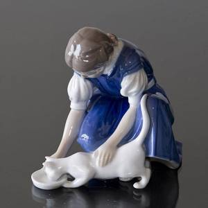 Only one Drop, Girl with Cat drinking milk, Bing & Grondahl figurine no. 1745 | No. 1021421 | Alt. B1745 | DPH Trading