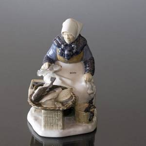 Fish Market, Fishermans wife, Bing & Grondahl figurine no. 2233 | No. 1021465 | Alt. B2233 | DPH Trading