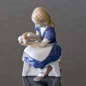 Ida's Flowers, Girl sitting with Flowers, Bing & grondahl figurine no. 2298