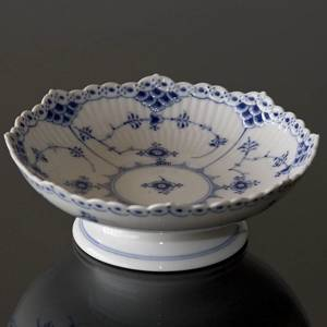 Blue Fluted, Half Lace, Round Cake Dish on low foot, Royal Copenhagen | No. 1102427 | Alt. 1-511 | DPH Trading