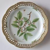 Flora Danica Large dish Ø33 cm, round with open work border, Royal Copenhag...