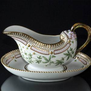 Flora Danica sauce boat on stand, capacity 35 cl, Royal Copenhagen | No. 1141563 | Alt. 20-3556 | DPH Trading