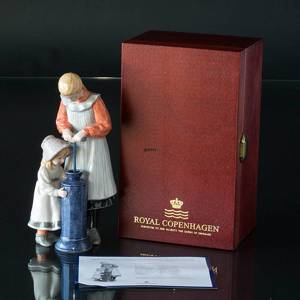 Suzanne & Kersti, Carl Larsson Figurine, Girls Coring Butter, Royal Copenha...