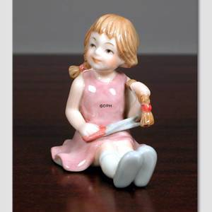 Maria Girl cutting her hair, From the series of mini children from Royal Copenhagen | No. 1249013 | Alt. 1249013 | DPH Trading