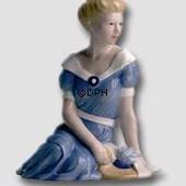 Lady sitting, Royal Copenhagen figurine in the Scandinavian women series