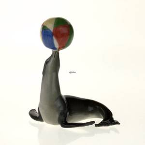 Sea Lion With Ball, Royal Copenhagen figurine from the Mini Circus collection series | No. 1249202 | DPH Trading
