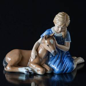 Girl with foal, Royal Copenhagen figurine | No. 1249448 | Alt. R448 | DPH Trading