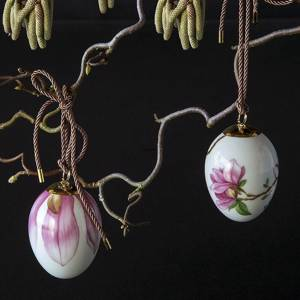 Easter egg with magnolia and magnolia petals, 2 pcs., Royal Copenhagen Easter Egg 2019 | Year 2019 | No. 1252013 | Alt. 1027149 | DPH Trading