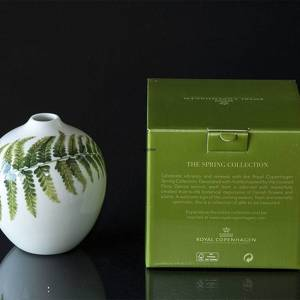Vase with Fern, Royal Copenhagen Easter 2020 | Year 2020 | No. 1252033 | Alt. 1051094 | DPH Trading