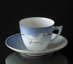 Seagull Service with gold Coffee Cup and Saucer, capacity 12,5 cl., Bing & ...