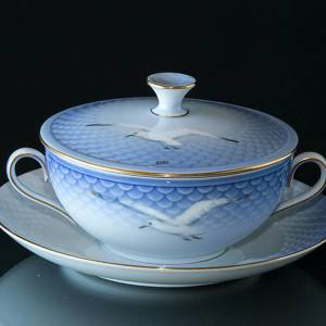 Seagull Service with gold bouillon cup, capacity 3 dl., Bing & Grondahl - R...