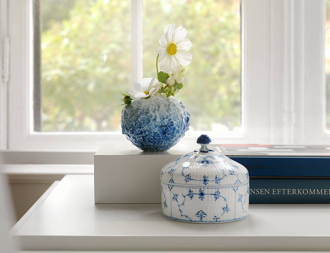 Hydrangea Vase In Light Blue Royal Copenhagen No 2662135 Alt 1017528 Dph Trading