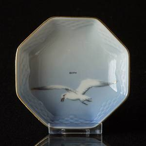Seagull Service with gold small eight edged dish 9cm