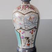 Panorama, Chinese vase with panels