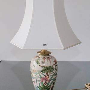 Kutani table lamp with water and flower