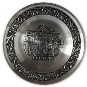 1982 Astri Holthe Norwegian Pewter Christmas plate, Christmas Shopping | Year 1982 | No. AHX1982 | DPH Trading