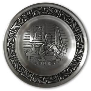 1987 Astri Holthe Norwegian Pewter Christmas plate, Nisse with Christmas Porridge | Year 1987 | No. AHX1987 | DPH Trading