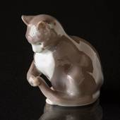 Sitting Cat playing with its tail, Bing & Grondahl figurine No. 1553