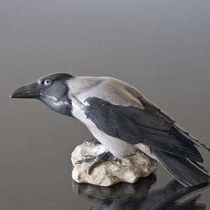 Crow perched on a rock looking inquisitive, Bing & Grondahl bird figurine No. 1714 | No. B1714 | DPH Trading