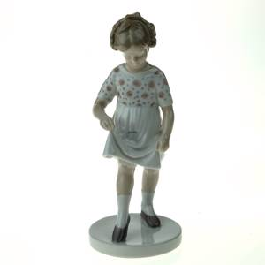 Girl Dancing learning the steps, Bing & Grondahl figurine No. 1794 | No. B1794 | DPH Trading