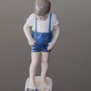 Boy with Crab nipping his toes, Bing & Grondahl figurine No. 1870 | No. B1870 | Alt. 10 | DPH Trading