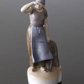 Woman with fishing net looking to the far, Bing & Grondahl figurine