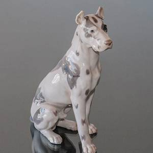 Great Dane, Sitting at attention, Bing & Grondahl dog figurine No. 2038 | No. B2038 | DPH Trading