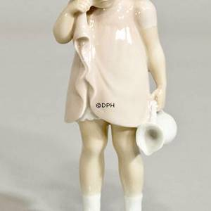 Spilt Milk, Girl standing with spilt Milk, Bing & grondahl figurine no. 2246 Special addition Unike | No. B2246-1 | DPH Trading