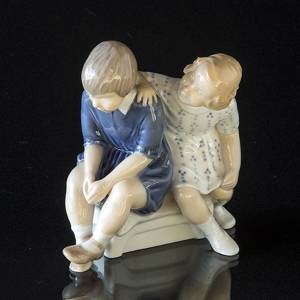 Girl and offended boy, Bing & Grondahl figurine | No. B2261 | DPH Trading