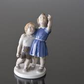 Throw back the ball, standing children looking up, Bing & Grondahl figurine