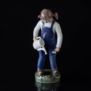 The little Gardener, Girl with watering can, Bing & Grondahl figurine No. 2326 | No. B2326 | DPH Trading