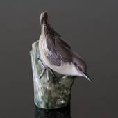 Nuthatch looking down the tree, Bing & Grondahl bird figurine