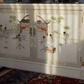 Chinese cabinet, french white laquer, with glass plate