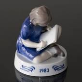 1983 Annual Figurine, Girl, the small artist, Bing & Grøndahl