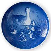 Duck with Ducklings 1973, Bing & Grondahl Mother's Day plate
