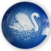 Swan with Cygnets 1976, Bing & Grondahl Mother's Day plate