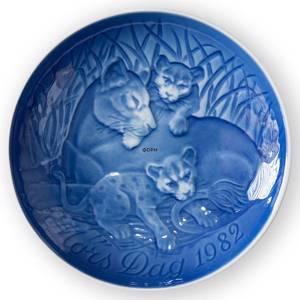 Lion with Cubs 1982, Bing & Grondahl Mothers Day plate | Year 1982 | No. BM1982 | Alt. 1902682 | DPH Trading