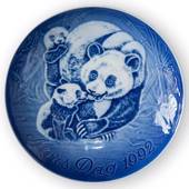 Panda with Cubs 1992, Bing & Grondahl Mother's Day plate