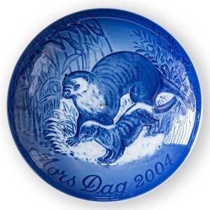 Otter with Cup 2004, Bing & Grondahl Mother's Day plate