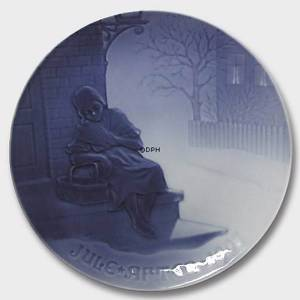 The Little Match Girl 1907, Bing & Grondahl Christmas plate | Year 1907 | No. BX1907 | Alt. 1902107 | DPH Trading