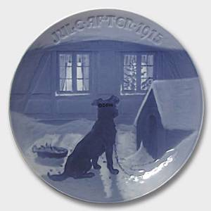 The Chained Dog getting a double Meal on Christmas Eve 1915, Bing & Grondahl Christmas plate | Year 1915 | No. BX1915 | Alt. 1902115 | DPH Trading