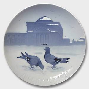 Pigeons in the Castle Court 1921, Bing & Grondahl Christmas plate | Year 1921 | No. BX1921 | Alt. 1902121 | DPH Trading